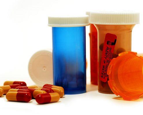 Tamoxifen, Anti-östrojen, menopoz öncesi ve sonrası, Anastrozol, Arimidex, Aristu, Aromataz inhibitörü, Menopoz sonrası, Letrozol, Femara, Letu, Exemestan Aromasin, Leuprolid asetat, Lucrin depot, Yumurtalık baskılayıcı, Goserelin asetat, Zoladex, Fulvestrant, Faslodex, Östrojen blokörü
